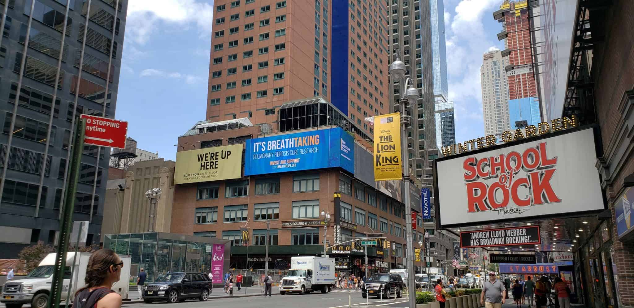 QST LED installs 21 x 80′ 10mm screen in Times Square